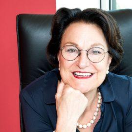 Maria Fischer ist Gründerin und geschäftsführende Gesellschafterin von Fischer HRM. Seit fast dreißig Jahren ist sie in der Personalberatung tätig und besitzt fundierte Kenntnisse in den Branchen Maschinen-, Werkzeug- und Anlagenbau, Gesundheitswesen, Chemie, Energiewirtschaft, Logistik, Sicherheitstechnologie und Non-Profit-Organisationen.